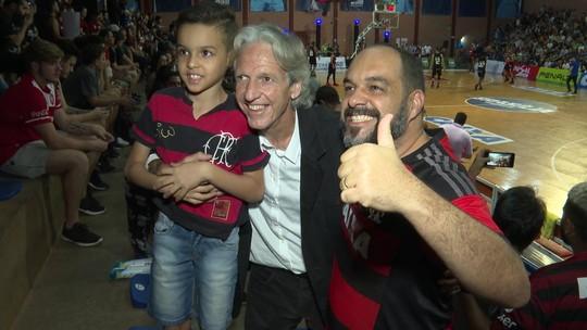 Com presenças ilustres, Flamengo e Brasília se enfrentaram pela NBB em Brasília