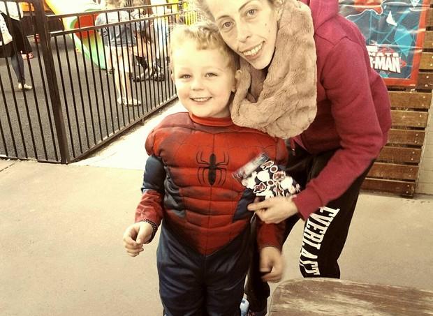 Casey recuperou o peso por causa do filho (Foto: Reprodução/ Facebook)