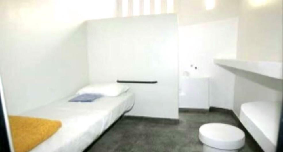 Celas de penitenciárias federais têm sete metros quadrados e mobiliário todo em concreto (Foto: Reprodução/TV Globo)