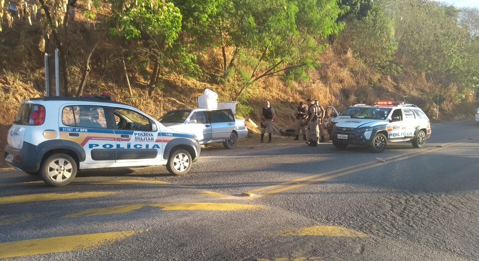 Militares interceptaram criminosos durante fuga pela BR-116 — Foto: Polícia Militar/Divulgação
