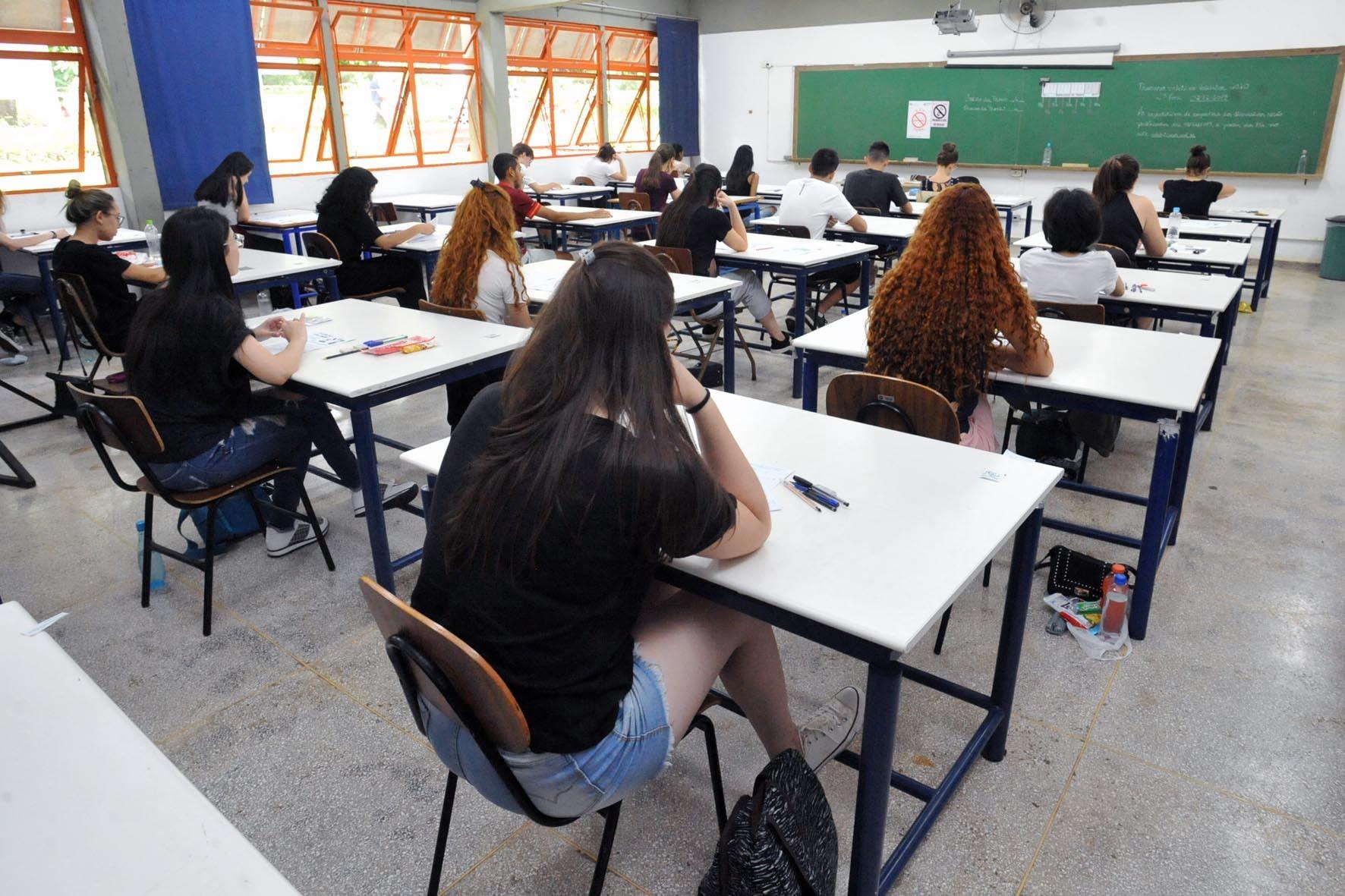 Prova da OAB: 3,5 mil pessoas fazem o exame da ordem neste domingo (6) no Paraná; confira os locais