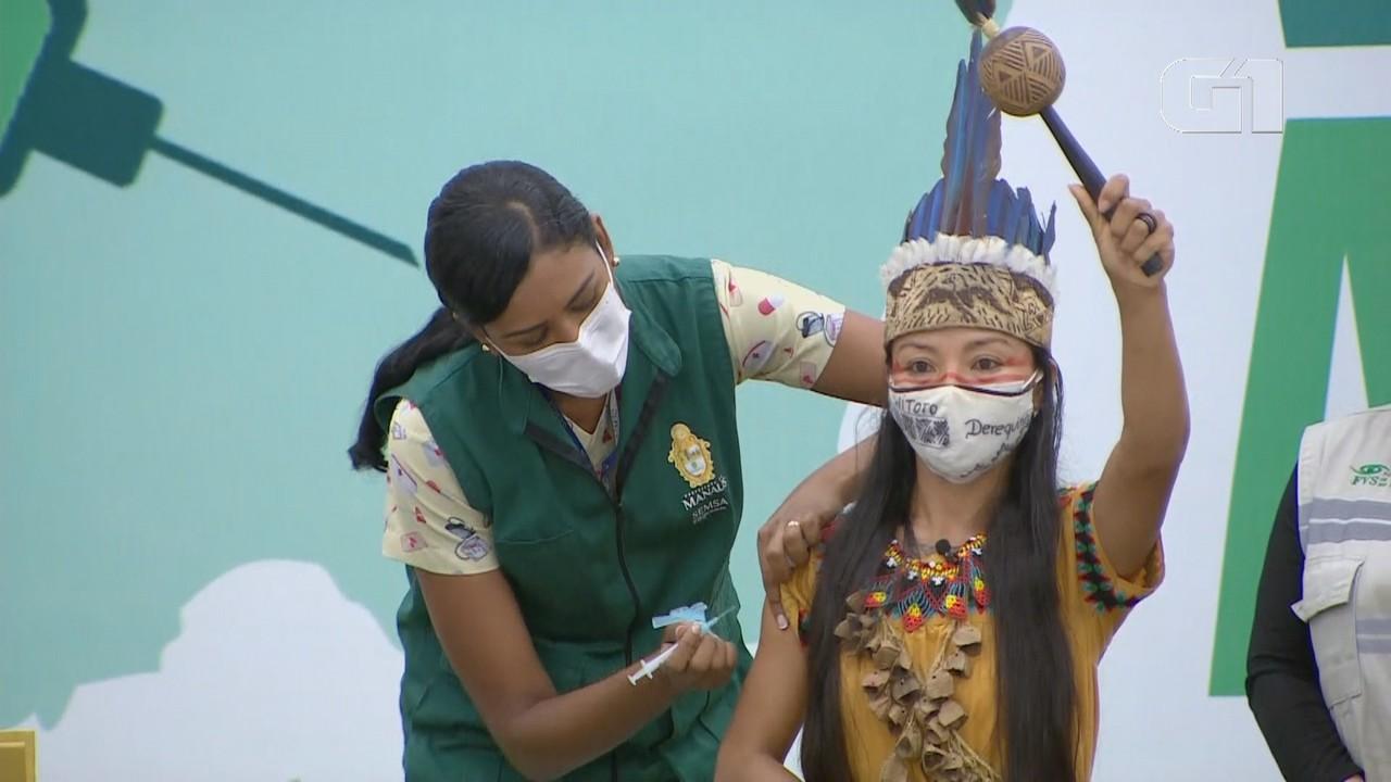Enfermeira indígena Vanda Ortega é a primeira vacinada contra Covid no AM
