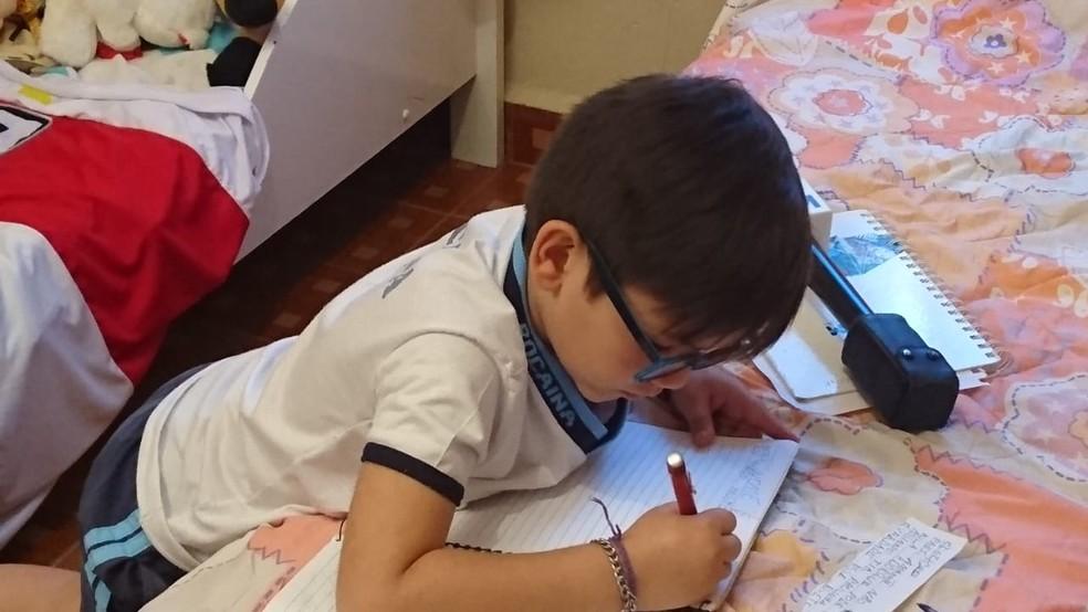 """Gabriel diz que não vai parar de escrever bilhetes: """"todo mundo me pede agora"""" (Foto: Mariana Bonora/ G1 )"""
