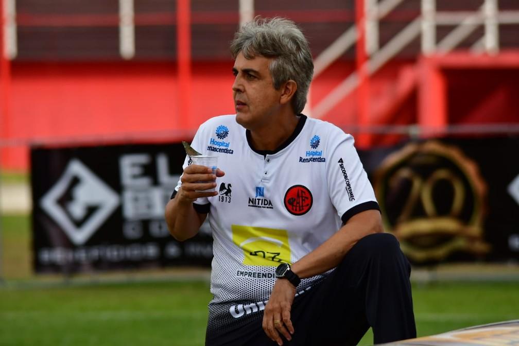 Émerson Ávila foi quem comandou o Pouso Alegre na elite do Mineiro — Foto: Chiarini Jr. / PAFC