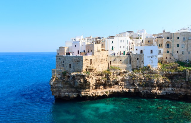 Polignano a mare view, Apulia, Italy. Italian panorama. Cliffs on adriatic sea (Foto: divulgação)