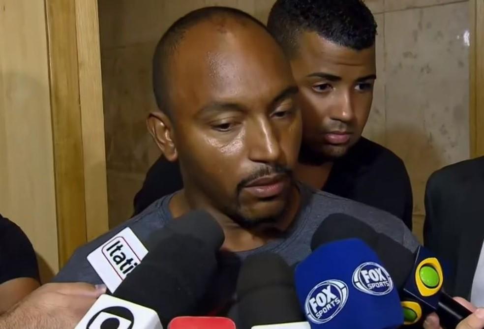 Pai de Christian Esmério, Cristiano fez duras críticas ao Flamengo ao fim da reunião — Foto: Reprodução