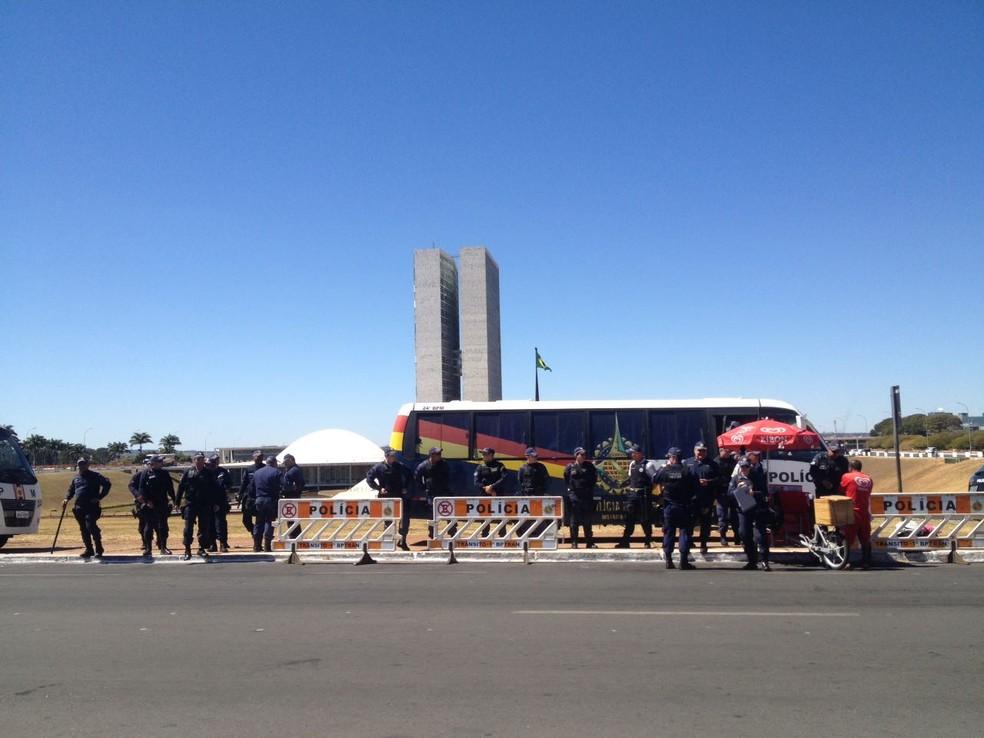 Policiamento reforçado em frente ao Congresso Nacional (Foto: Bianca Marinho/G1 )
