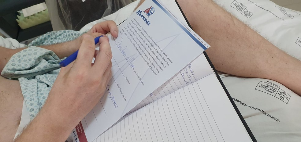 Casamento ocorreu quando Robert já tinha mais firmeza nas mãos para assinar os papéis — Foto: Arquivo pessoal