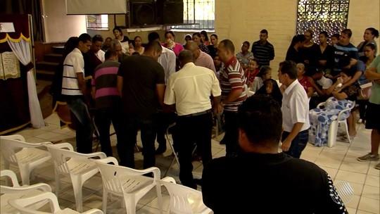 Vítimas de acidente de ônibus que tombou e deixou 7 mortos em MG são veladas no sul da Bahia