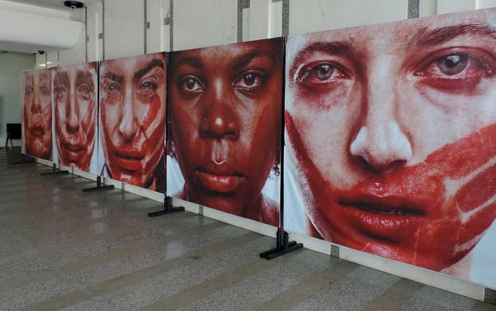 Imagens de mostra sobre violência contra mulher no Tribunal de Justiça do Distrito Federal — Foto: Tribunal de Justiça/Divulgação