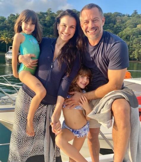 Malvino Salvador, Kyra Gracie e as filhas (Foto: Reprodução)