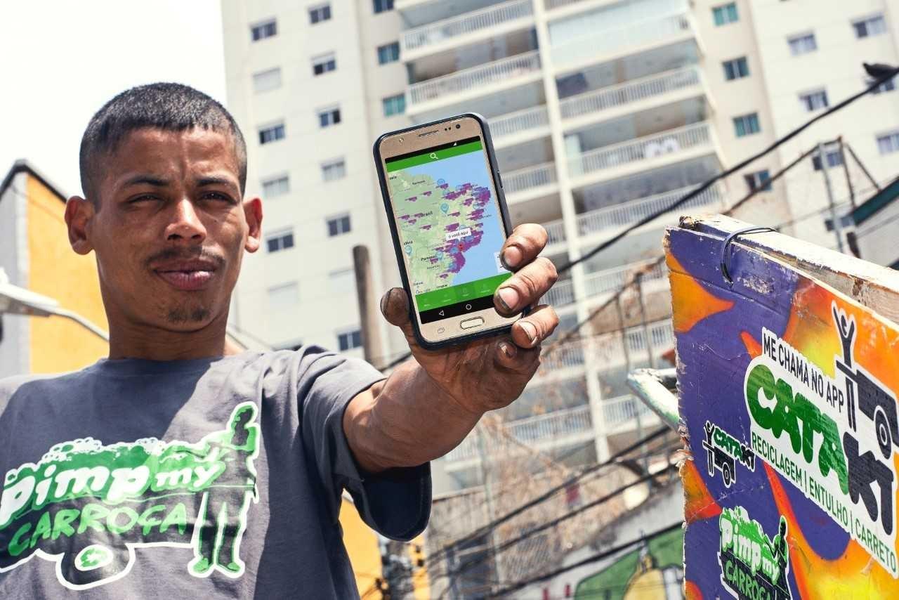 Catador Michel Douglas Bezerra da Silva, registrado no Cataki (Foto: Ana Oshiro/Divulgação )