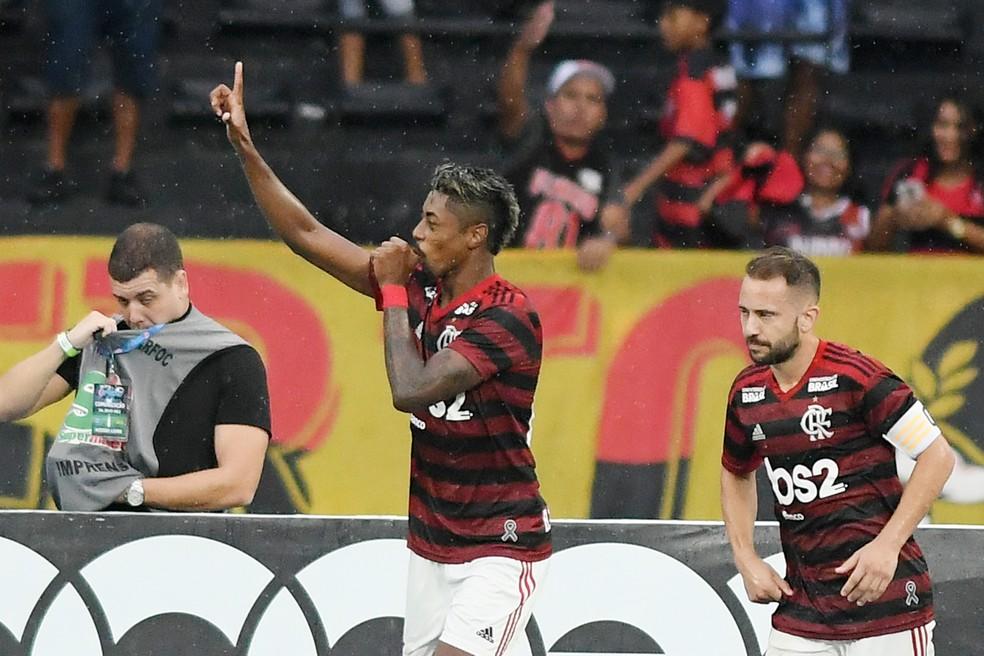 Destaque do primeiro jogo, Bruno Henrique já será desfalque na decisão — Foto: Alexandre Durão