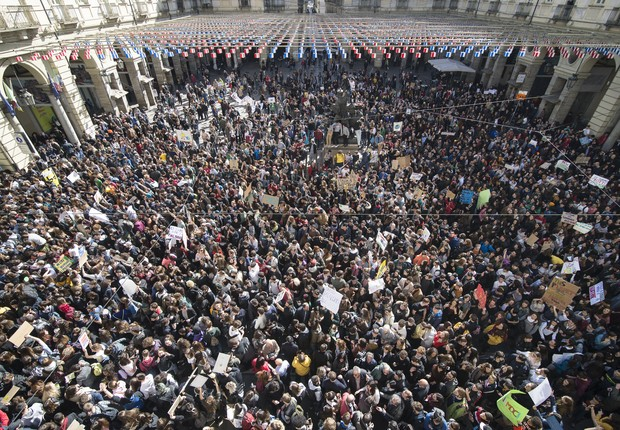 Manifestantes se reúnem em Turim, na Itália (Foto: Stefano Guidi/LightRocket via Getty Images)