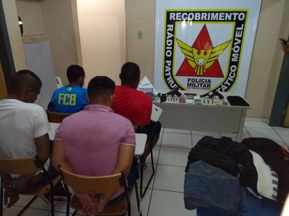Autores foram presos em uma casa do Bairro Jardim Panorama II (Foto: Polícia Militar/Divulgação)