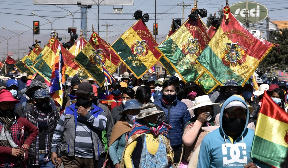 Apoiadores do ex-presidente Evo Morales fazem protesto em El Alto, na Bolívia, nesta terça-feira (28) — Foto: Aizar Raldes/AFP