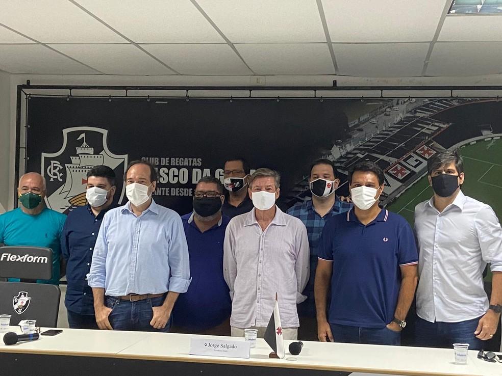 Salgado teve o apoio de futuros integrantes da gestão — Foto: Marcelo Baltar