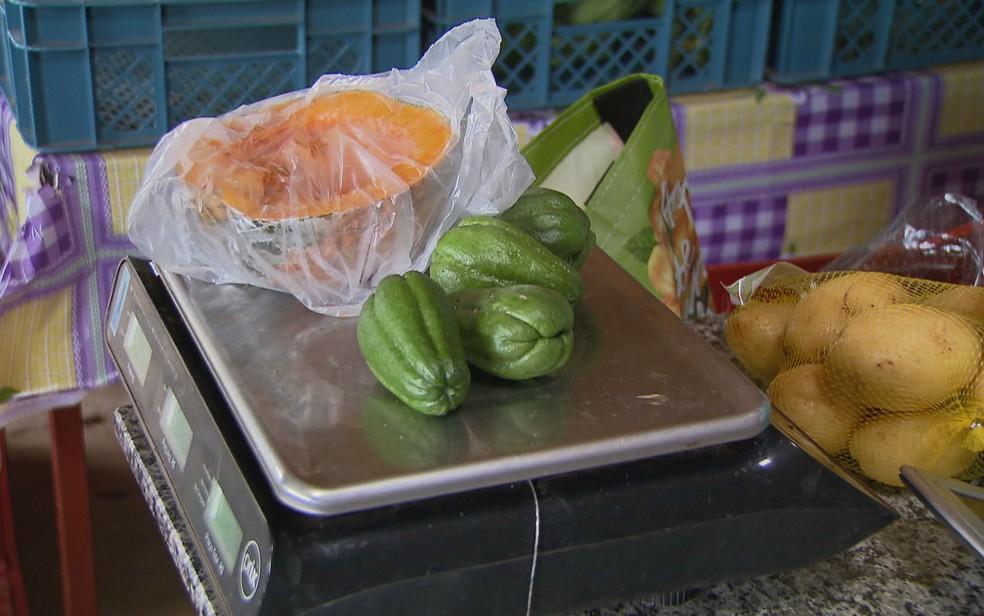 Produtos orgânicos em feira no Distrito Federal (Foto: TV Globo/Reprodução)