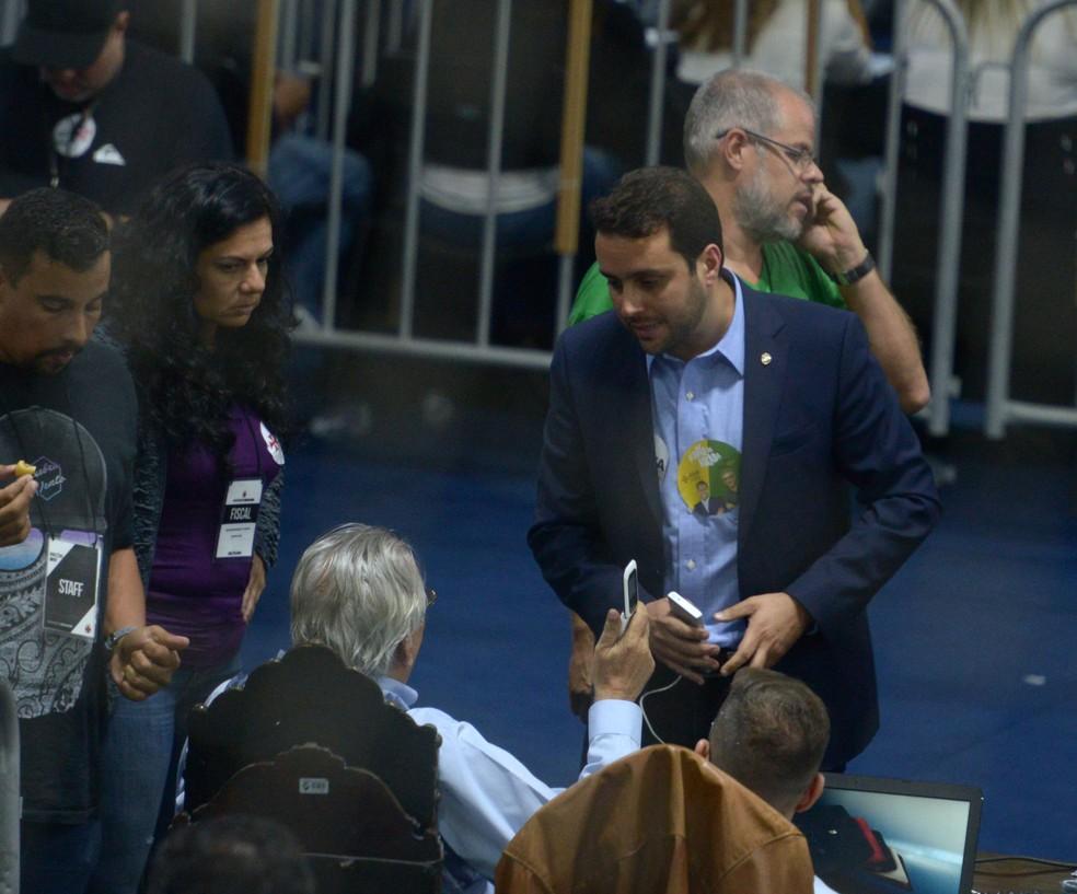 Julio Brant conversa com Eurico Miranda no dia da eleição (Foto: André Durão)