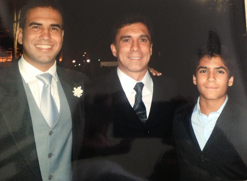 Luisinho e os filhos Diego (esquerda) e Thiago — Foto: Arquivo Pessoal