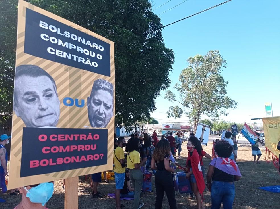Ato contra Bolsonaro é realizado em Taquaralto, região sul de Palmas — Foto: Alexandre Peara