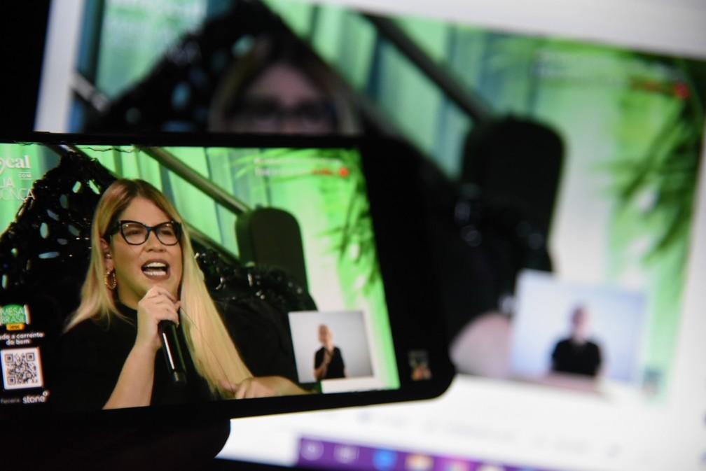 Marília Mendonça em sua primeira grande live no YouTube, no dia 8 de março — Foto: Caio Rocha/FramePhoto/Estadão Conteúdo