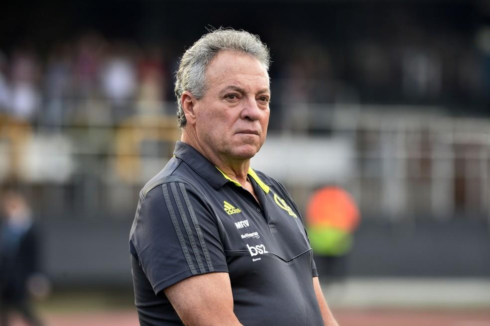 Abel Braga diz que vai manter estilo de jogo na decisão contra o Peñarol — Foto: Marcos Ribolli/GloboEsporte.com