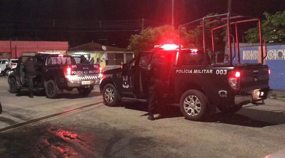 Bope negociou com assaltante que manteve mulher refém dentro da própria casa em Parnamirim — Foto: Kleber Teixeira/Inter TV Cabugi