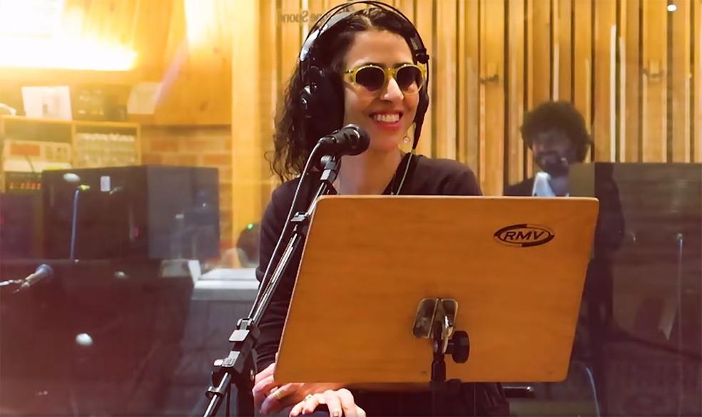 Marisa Monte no estúdio na gravação do álbum 'Portas' — Foto: Reprodução / Vídeo