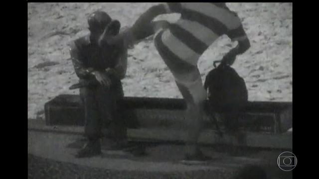imagem-homem-chuta-estatua
