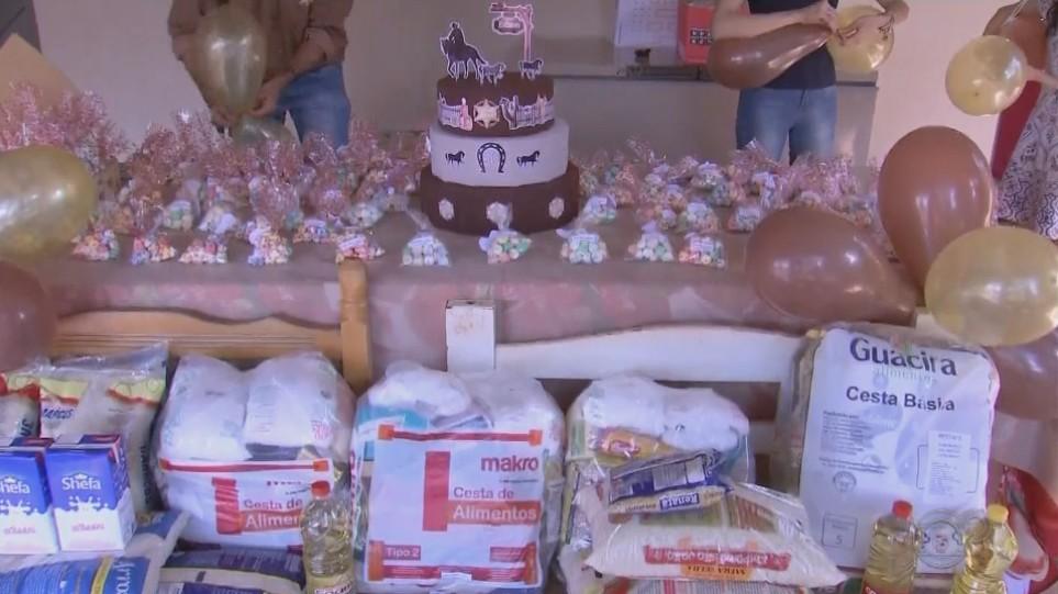 Sem poder fazer festa, comerciante comemora aniversário arrecadando alimentos para doação em Palmital