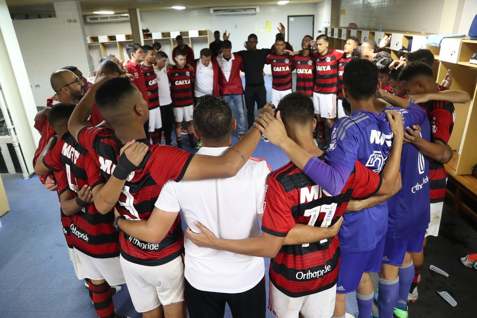 Após um mês de atividades suspensas, equipes sub-15 e sub-17 do Flamengo voltam na segunda — Foto: Gilvan de Souza/Flamengo