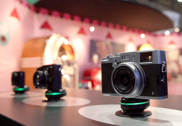 Fujifilm FinePix X100 é apresentada na CES - fotografia - câmera - Fujifilm (Foto:  Justin Sullivan/Getty Images)
