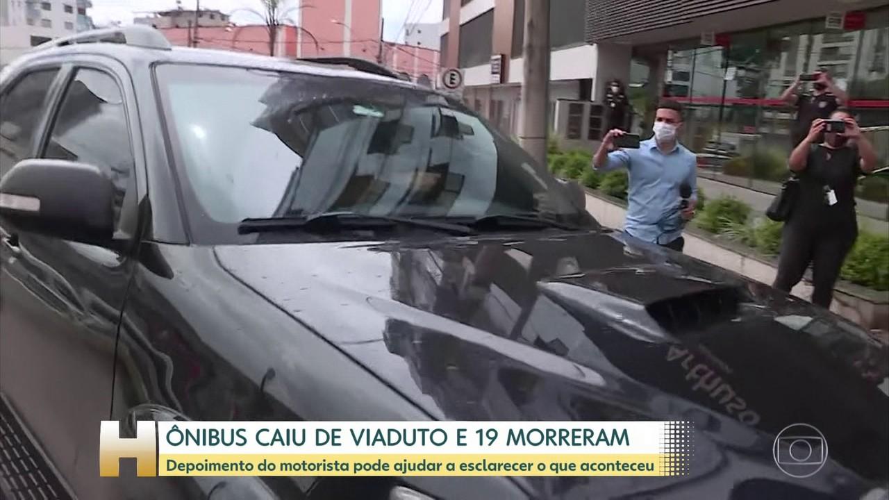 Motorista de ônibus que caiu de viaduto em Minas presta depoimento à polícia