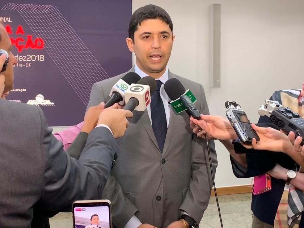 O ministro Wagner Rosário durante entrevista em Brasília nesta quarta-feira (12) — Foto: Hélio Marinho/TV Globo