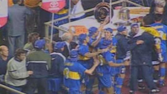 Expulsão de Dedé amplia lista de lances polêmicos contra brasileiros diante do Boca Juniors