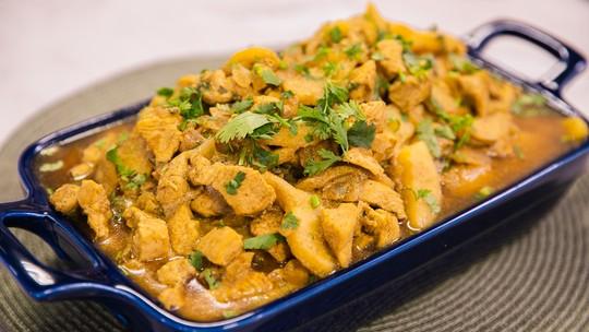 Receita asiática: Frango ao curry e maçã