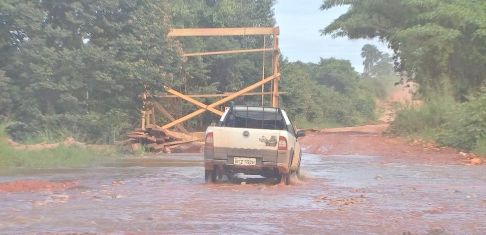 Moradores reclamam da precariedade nas estradas — Foto: TVCA/Reprodução