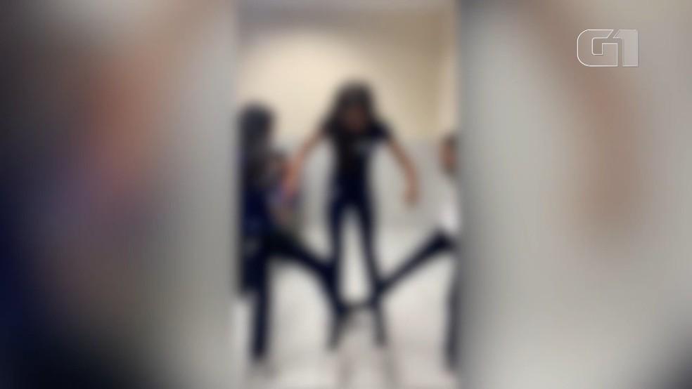 Na volta às aulas, especialistas alertam para riscos de brincadeiras filmadas dentro de escolas — Foto: Reprodução