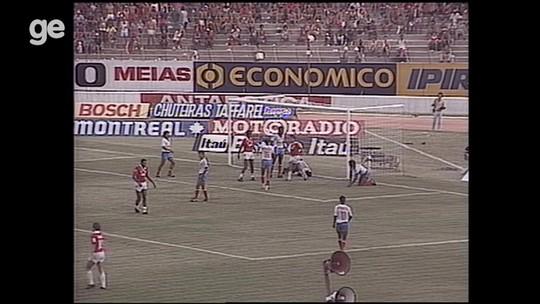 """Invadi o campo e não deixei o Bahia ser garfado: """"Vai botar a bola aqui, senão vai parar o jogo"""""""