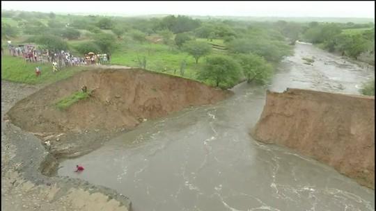 Governador da Bahia sobrevoa áreas afetadas por rompimento de barragem