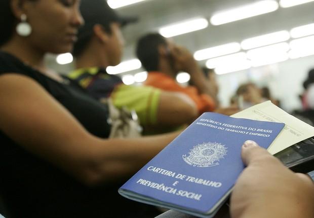 Desemprego ; carteira de trabalho ; carteira assinada ; desempregado ; emprego ; salário-desemprego ; trabalho ;  (Foto: Agência Brasil/Arquivo)