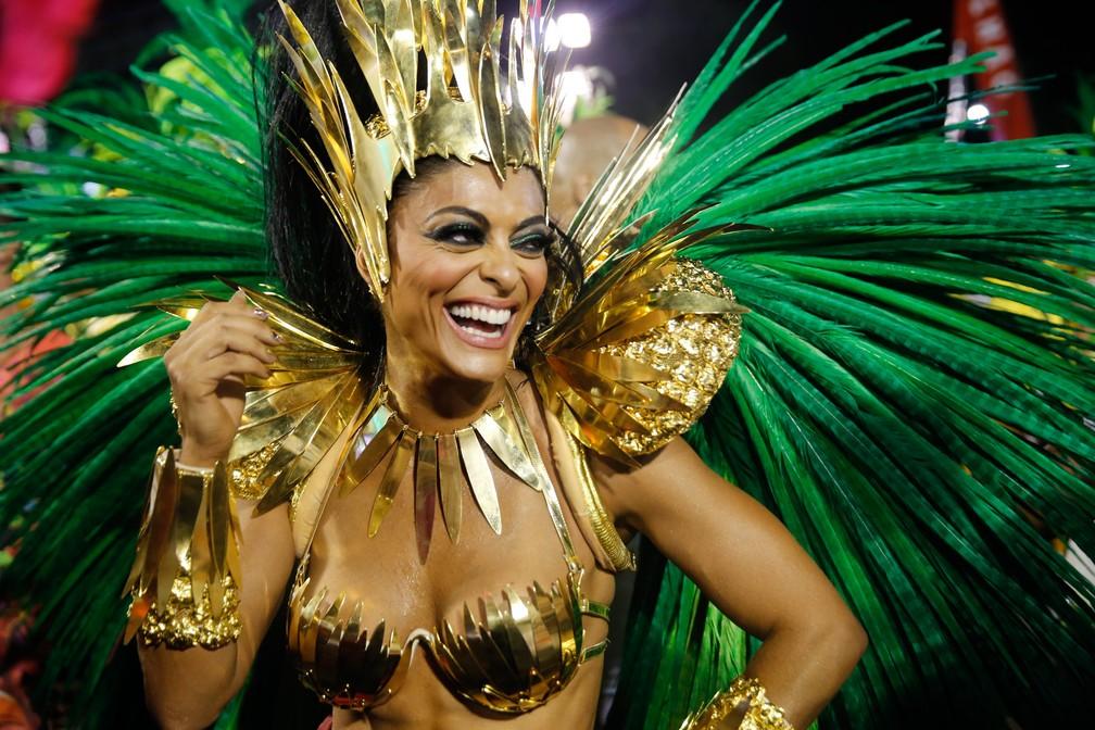 Juliana Paes antes do desfile pela Grande Rio (Foto: Marcos Serra Lima/G1)