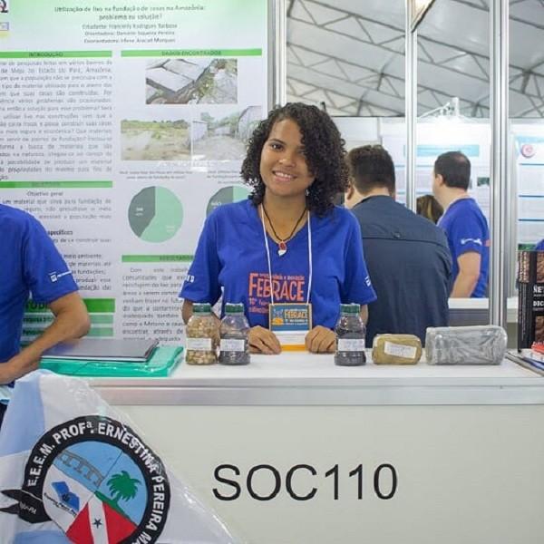 Francielly na Febrace, a Feira Brasileira de Ciências e Engenharia, em SP (Foto: Divulgação)