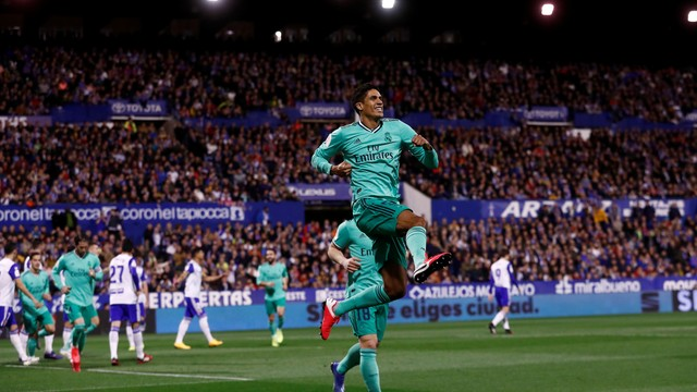Varane comemora gol - Real Madrid x Zaragoza