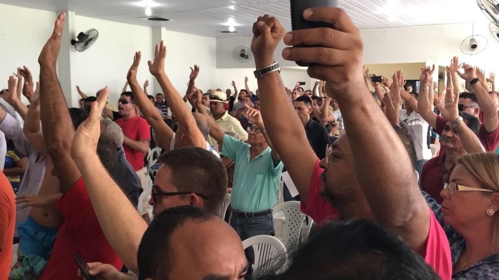 Policiais Militares votaram pelo retorno às ruas, no Rio Grande do Norte, após acordo com o governo do estado (Foto: Michelle Rincon/Inter TV Cabugi)