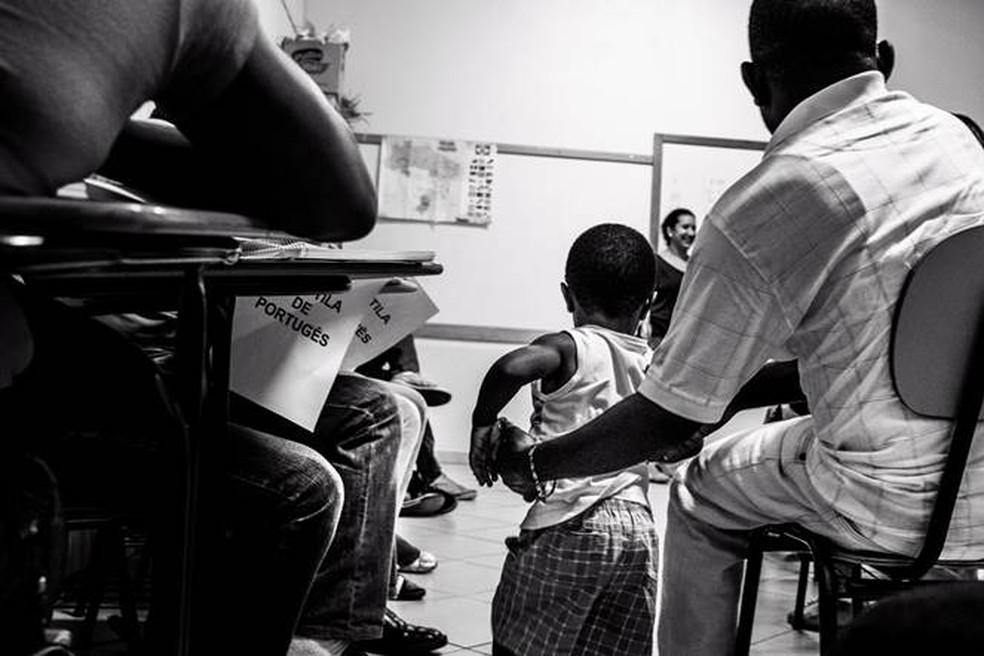 Mostra exibe obras do fotógrafo e cineasta paranaense João Braun sobre a cultura haitiana em terras brasileiras. — Foto: João Braun.