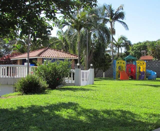 Colégio Videira Jundiaí se destaca por sua metodologia de ensino em um espaço com muito verde