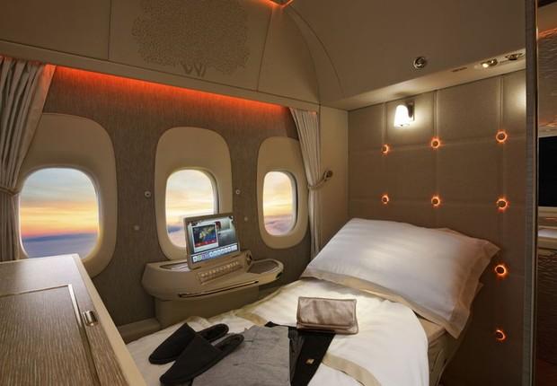Nova primeira da classe da Emirates não tem janelas físicas. O que se vê são projeções de câmeras no exterior do avião (Foto: Divulgação)