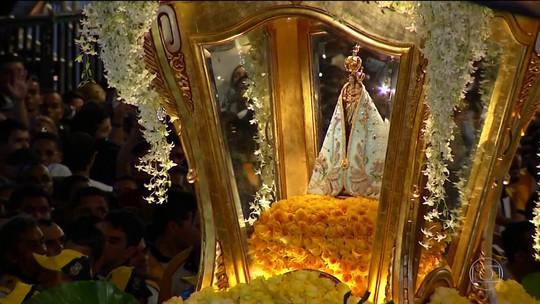 Fiéis homenageiam Nossa Senhora no Círio de Nazaré, em Belém